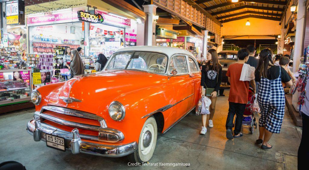 Rod Fai Market Srinakarin